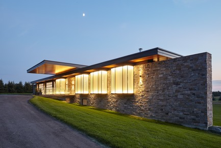 Press kit | 3300-01 - Press release | Stouffville Residence - A Contemporary Family Farmhouse - Trevor McIvor Architect Inc - Residential Architecture - Exterior dusk view of the residence's exterior. Overhangs and glowing glass boxes emphasized. - Photo credit: Maciek Linowski