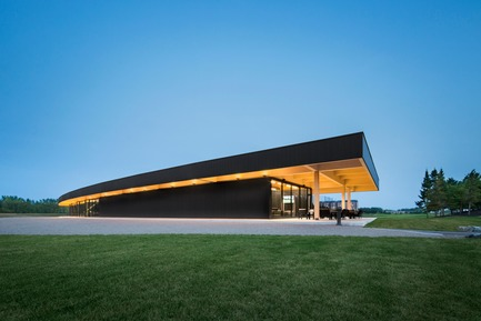 Press kit | 769-03 - Press release | A High-End Golf Clubhouse by Architecture49 - Architecture49 - Commercial Architecture - Golf Exécutif Montréal Clubhouse - Photo credit: Stéphane Brügger