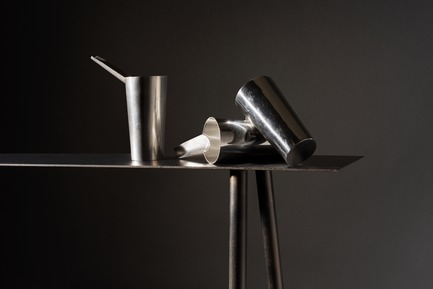 Dossier de presse | 2757-06 - Communiqué de presse | UMÉ Studio Unveils New Limited Edition Items - UMÉ STUDIO - Product - Sake Tampo Silver Cups resting on the Paper Table.  - Crédit photo : William Boice