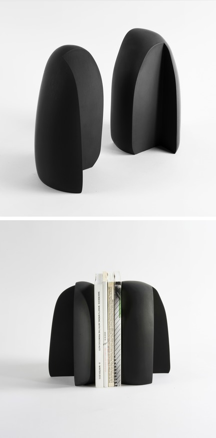 Dossier de presse | 2757-06 - Communiqué de presse | UMÉ Studio Unveils New Limited Edition Items - UMÉ STUDIO - Product -  As immutable stone pieces, the Henge Bookends mimic a standing book.  - Crédit photo : William Boice
