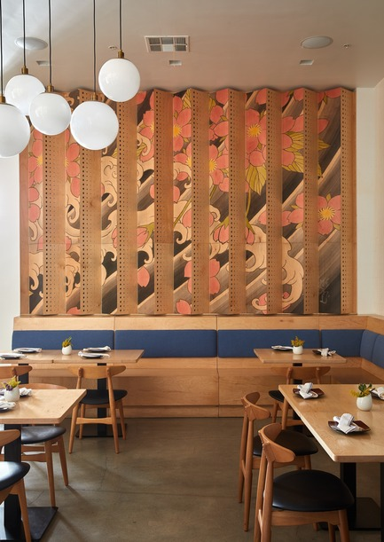 Dossier de presse | 2757-07 - Communiqué de presse | Ancient Art of Japanese Tattooing Inspires Latest Little Tokyo Restaurant in Los Angeles - Wick Architecture & Design + LAND Design Studio - Commercial Architecture -    Sake Dojo's pared-down, wood-focused materials palette scales from a 15 ft-wide by 9-ft high (or nearly 5 by 3 meters)&nbsp;tattoo wall down to the banquette, tables and dining chairs with simple profiles.      - Crédit photo : Nicole LaMotte Photography<span></span>