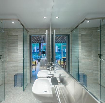 Dossier de presse | 3211-01 - Communiqué de presse | Ice Shore House - INDESIGN inc CONRATH architecte - Residential Architecture - Master washroom - Crédit photo : Marc Cramer