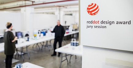 Press kit | 1696-22 - Press release | Red Dot Award: Product Design Begins – Call for Entries Open to Designers and Manufacturers Worldwide - Red Dot Design Award - Competition - During the assessment, the jury tests every product<br> - Photo credit: Red Dot<br>