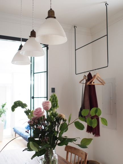 Dossier de presse | 2370-01 - Communiqué de presse | Hutchison Flat - Atelier SUWA - Residential Architecture - Custom steel coat rack - Crédit photo : Élène Levasseur