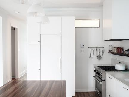 Dossier de presse | 2370-01 - Communiqué de presse | Hutchison Flat - Atelier SUWA - Residential Architecture - Kitchen: Tall built-in storage - Crédit photo : Élène Levasseur
