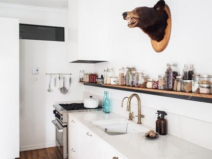 Dossier de presse | 2370-01 - Communiqué de presse | Hutchison Flat - Atelier SUWA - Residential Architecture - Kitchen - Crédit photo : Élène Levasseur