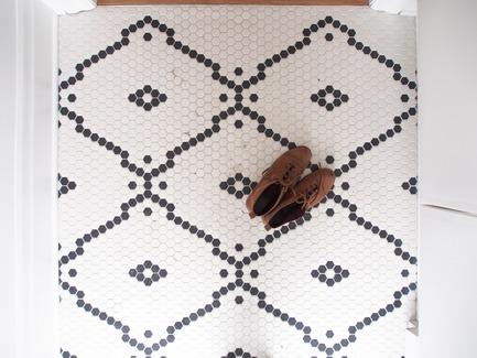 Dossier de presse | 2370-01 - Communiqué de presse | Hutchison Flat - Atelier SUWA - Residential Architecture - Custom tile pattern in the entrance - Crédit photo : Élène Levasseur