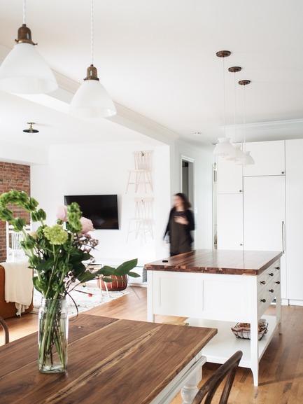 Dossier de presse | 2370-01 - Communiqué de presse | Hutchison Flat - Atelier SUWA - Residential Architecture -  Kitchen and living room  - Crédit photo : Élène Levasseur
