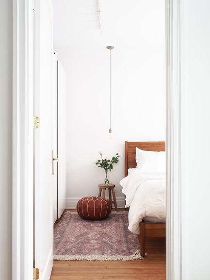 Dossier de presse | 2370-01 - Communiqué de presse | Hutchison Flat - Atelier SUWA - Residential Architecture - Master bedroom - Crédit photo : Élène Levasseur