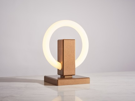 Dossier de presse | 3412-02 - Communiqué de presse | Karice, Award Winning Designer Unveils its Latest Luminaire - Olah Table Lamp - Karice Enterprises Ltd. - Produit - Crédit photo : Jordan N. Dery