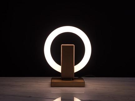 Dossier de presse | 3412-02 - Communiqué de presse | Karice, Award Winning Designer Unveils its Latest Luminaire - Olah Table Lamp - Karice Enterprises Ltd. - Product - Olah Table Lamp - Bronze Finish - Crédit photo : Jordan N. Dery