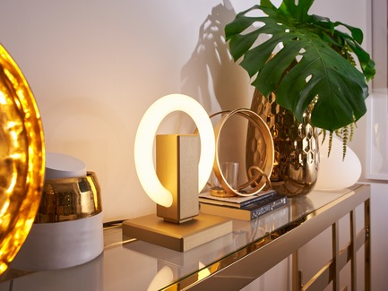Dossier de presse | 3412-02 - Communiqué de presse | Karice, Award Winning Designer Unveils its Latest Luminaire - Olah Table Lamp - Karice Enterprises Ltd. - Produit - Olah Table Lamp - Jewelry on a Sideboard - Crédit photo : Jordan N. Dery