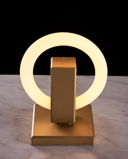 Dossier de presse | 3412-02 - Communiqué de presse | Karice, Award Winning Designer Unveils its Latest Luminaire - Olah Table Lamp - Karice Enterprises Ltd. - Product - Olah Table Lamp - Studio Photo - Crédit photo : Jordan N. Dery