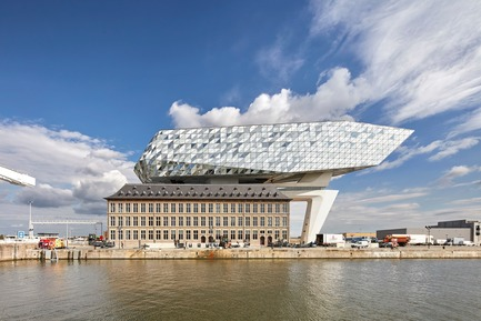 Dossier de presse | 1028-12 - Communiqué de presse | ABB LEAF Awards 2018 - Compelo/ABB - Competition - Overall Winner ABB LEAF Awards 2018, 'Port House', Antwerp, Belgium  - Crédit photo : Zaha Hadid Architects,