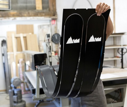 Press kit | 1119-04 - Press release | A Revolutionary Ski Brand, 100% Imagined and Made in France - La Fabrique du Ski - Product - CNC cutting process - Photo credit: Thomas Lang