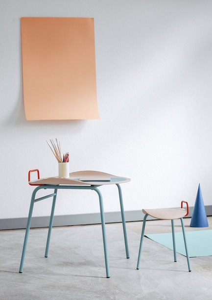 Dossier de presse | 2704-04 - Communiqué de presse | Pure Talents Contest 2019: 26 Forward-Looking Product Ideas at imm cologne and LivingKitchen - imm cologne 2019, Koelnmesse GmbH - Residential Interior Design - An A for dynamic sitting: Cléo is a table-and-chair ensemble by Julian Ribler and represents a new type of school furniture for alternative learning spaces. Thanks to its imaginative, playful and dynamic design, Cléo challenges traditional school furniture typologies that generally force children to adopt an upright, static position. - Crédit photo : Julian Ribler; Koelnmesse