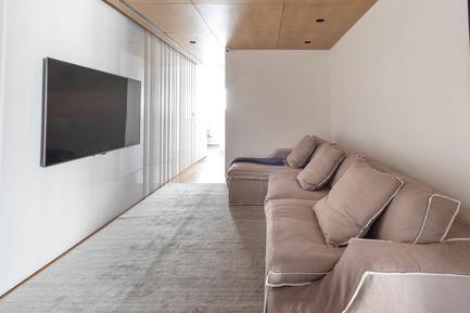 Dossier de presse | 3039-02 - Communiqué de presse | RBI Apartment - Coletivo Arquitetos - Design d'intérieur résidentiel - Family Room - Crédit photo : Ruy Teixeira
