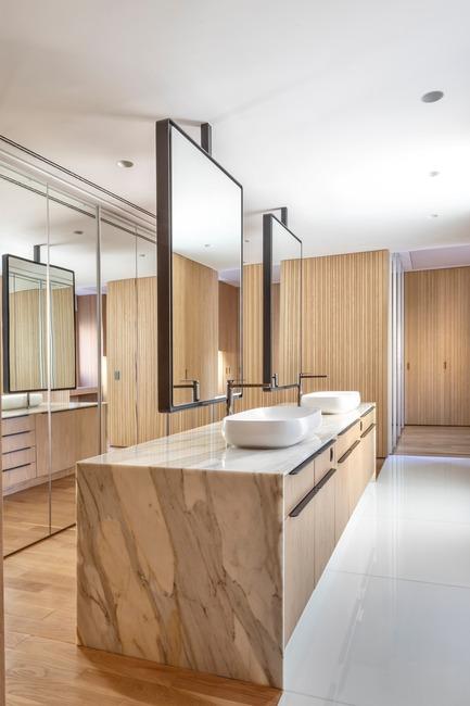 Dossier de presse | 3039-02 - Communiqué de presse | RBI Apartment - Coletivo Arquitetos - Design d'intérieur résidentiel - Master Bathroom - Crédit photo : Ruy Teixeira