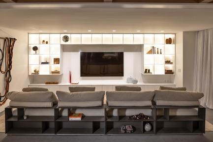Dossier de presse | 3039-02 - Communiqué de presse | RBI Apartment - Coletivo Arquitetos - Design d'intérieur résidentiel - Home Theather - Crédit photo : Ruy Teixeira