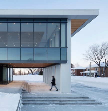 Press kit | 1172-07 - Press release | Rigaud City Hall - Affleck de la Riva architects - Institutional Architecture - Rigaud City Hall - the entrance - Photo credit: Adrien Williams