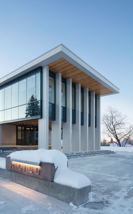 Press kit | 1172-07 - Press release | Rigaud City Hall - Affleck de la Riva architects - Institutional Architecture - Rigaud City Hall - Entrance and Plaza - Photo credit: Adrien Williams