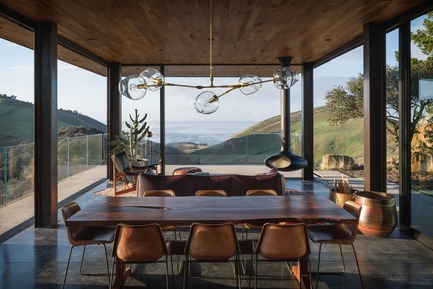 Dossier de presse | 2637-03 - Communiqué de presse | GRAY Magazine Announces the Winners of the 2018 GRAY Awards - GRAY Magazine - Competition - Santa Barbara Coast House by Jessica Helgerson Interior Design - Crédit photo : Aaron Leitz