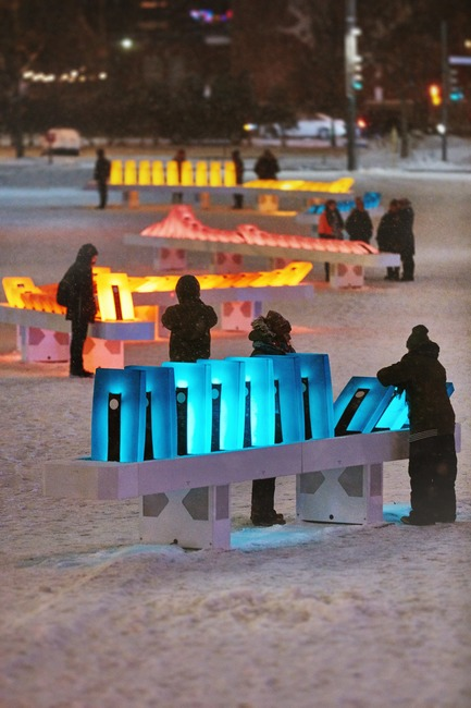 Dossier de presse | 583-20 - Communiqué de presse | Luminothérapie: domino effect is Brightening Up Place des Festivals This Winter - Quartier des Spectacles Partnership - Event + Exhibition - Luminothérapie- domino effect, by Ingrid Ingrid - Production : Quartier des Spectacles Partnership  - Crédit photo : Nicolas Gouin - l'Hibou