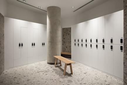Dossier de presse | 3809-01 - Communiqué de presse | Warehouse GYM D3 - VSHD Design - Design d'intérieur commercial - Changing room Lockers area - Crédit photo : Nik and Tam