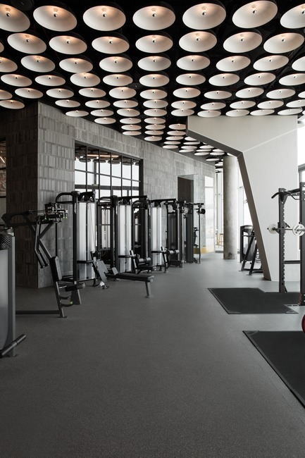 Press kit | 3809-01 - Press release | Warehouse GYM D3 - VSHD Design - Commercial Interior Design - Main gym floor with customized suspended LED ceiling lights that can be controlled separately for each exercise zone. - Photo credit: Nik and Tam