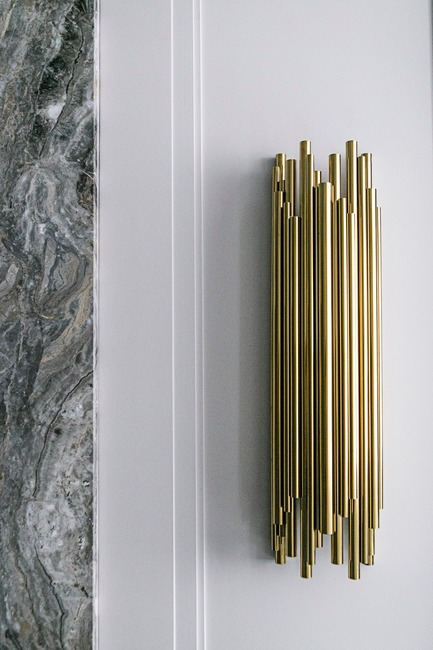 Press kit | 2185-06 - Press release | La Dolce Vita - Audax - Residential Interior Design - Hallway: Wall Sconce - Photo credit: Erik Rotter