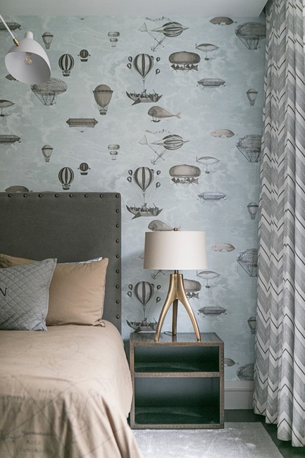Press kit | 2185-06 - Press release | La Dolce Vita - Audax - Residential Interior Design - Children's Bedroom: Fornasetti wallpaper by Cole and Son. - Photo credit: Erik Rotter