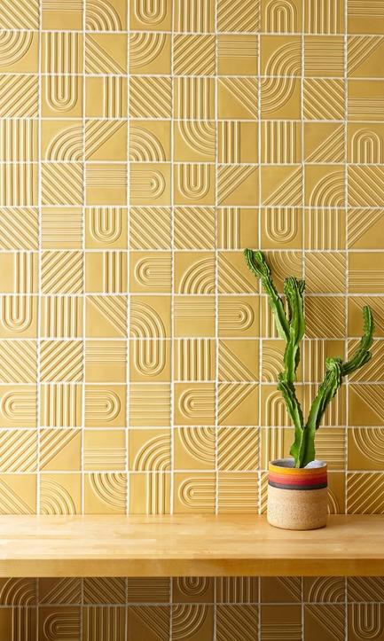 Dossier de presse | 3895-01 - Communiqué de presse | Signal Tile - Kristine Morich X Clayhaus Modern Tile - Produit -   Signal Tile | Kristine Morich X Clayhaus Modern Tile | Combination Pattern Lifestyle  - Crédit photo : Ian Stout