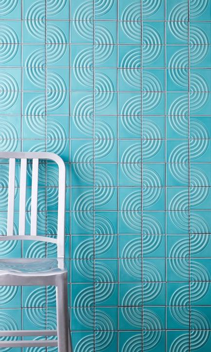 Dossier de presse | 3895-01 - Communiqué de presse | Signal Tile - Kristine Morich X Clayhaus Modern Tile - Produit -    Signal Tile | Kristine Morich X Clayhaus Modern Tile | Radius Pattern Lifestyle  - Crédit photo : Ian Stout