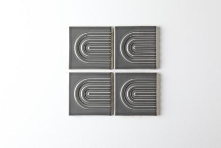 Dossier de presse | 3895-01 - Communiqué de presse | Signal Tile - Kristine Morich X Clayhaus Modern Tile - Produit -  Signal Tile | Kristine Morich X Clayhaus Modern Tile | Full Radius Pattern01  - Crédit photo : Ian Stout