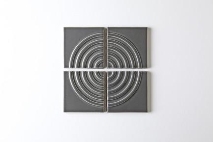 Dossier de presse | 3895-01 - Communiqué de presse | Signal Tile - Kristine Morich X Clayhaus Modern Tile - Produit -  Signal Tile | Kristine Morich X Clayhaus Modern Tile | Radius Pattern03 - Crédit photo : Ian Stout