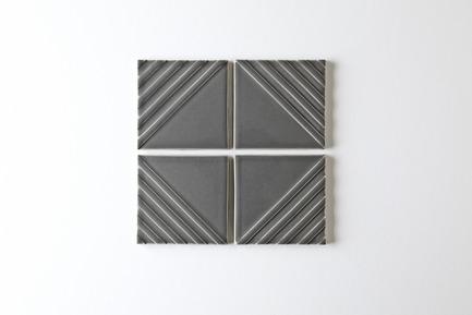 Dossier de presse | 3895-01 - Communiqué de presse | Signal Tile - Kristine Morich X Clayhaus Modern Tile - Produit -  Signal Tile | Kristine Morich X Clayhaus Modern Tile | Bias Pattern03  - Crédit photo : Ian Stout