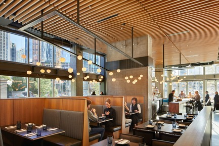 Dossier de presse | 2886-02 - Communiqué de presse | Wild Ginger Denny Triangle - SkB Architects - Commercial Interior Design - From the more private dining space looking through the bar.  - Crédit photo : Ben Benschneider