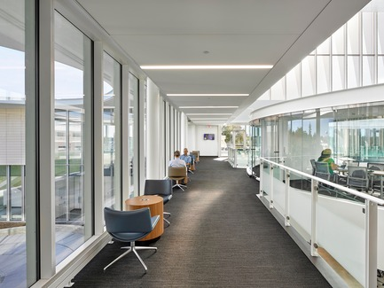 Press kit | 2353-03 - Press release | A Learning Resource Center and Community Living Room at the Heart of Campus - ikon.5 architects - Institutional Architecture - <br>Gallery overlooking campus - Photo credit:  Jeffrey Totaro