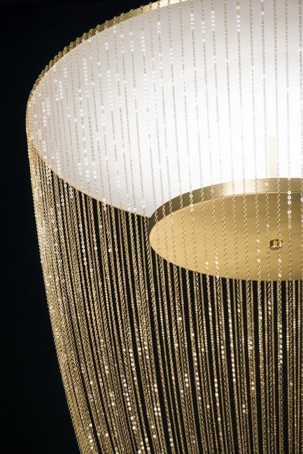 Dossier de presse | 2110-06 - Communiqué de presse | Stellar Design of Larose Guyon's Céleste Captures the Spiritual Essence of Light - Larose Guyon - Lighting Design - Celeste - Brass - Crédit photo : Larose Guyon
