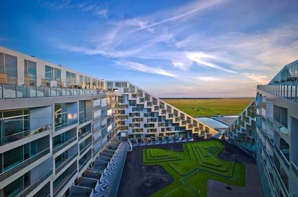 Dossier de presse | 1020-07 - Communiqué de presse | $100,000 RAIC International Prize for Transformative Architecture Now Accepting Submissions - The Royal Architectural Institute of Canada - Competition - 8 House, Copenhagen, Denmark - BIG (Bjarke Ingels Group) - 2017 Shortlist - Crédit photo : Jens Lindhe