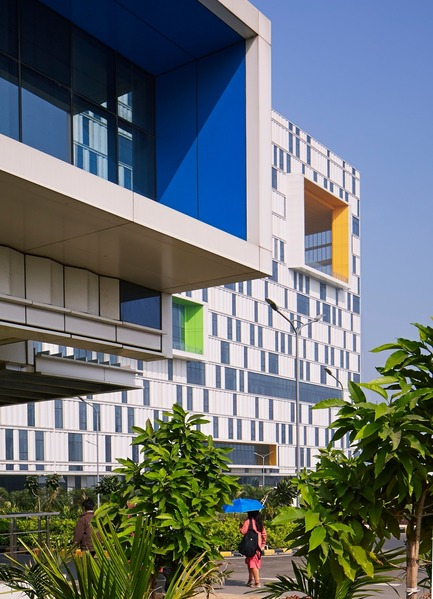 Press kit | 1456-04 - Press release | Tata Consultancy Services Software Development Campus Fosters Community and Celebrates Indian Culture - Yazdani Studio of CannonDesign - Commercial Architecture - Photo credit: Dave Burk Photography