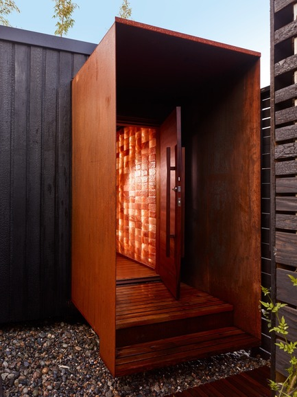 Dossier de presse | 2000-01 - Communiqué de presse | The WelPod - Circle Wellness Studios - Art de vivre - Exterior WelPod in Vancouver BC offers a private spa circuit reserved through Airbnb for travellers and locals - Crédit photo : Martin Knowles