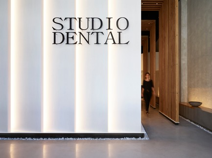 Dossier de presse | 2757-08 - Communiqué de presse | Montalba Architects' Studio Dental IIWins 2019 AIA Institute Honor Award for Interior Architecture - Montalba Architects - Commercial Architecture - The 'lantern' concept creates a transcendent environment that feels gallery-like and serene.  - Crédit photo : Kevin Scott