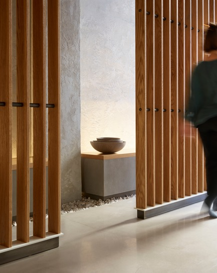 Dossier de presse | 2757-08 - Communiqué de presse | Montalba Architects' Studio Dental IIWins 2019 AIA Institute Honor Award for Interior Architecture - Montalba Architects - Commercial Architecture - Detail of the patient benches and wooden trellis system.  - Crédit photo : Kevin Scott