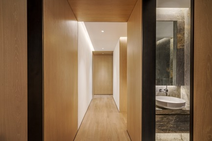Press kit | 2718-01 - Press release | Jing'an Prime Land - Mason Studio - Residential Interior Design -    Townhouse A: hallway and powder room<br>  - Photo credit: Seth Powers