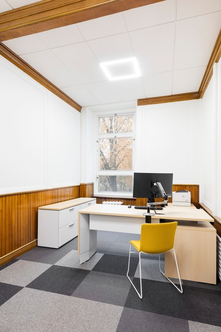 Press kit | 1299-02 - Press release | Collège Sainte-Anne: Planning and Development at the Service of Pedagogy - Taktik design - Commercial Interior Design - standard office - Photo credit: Maxime Brouillet