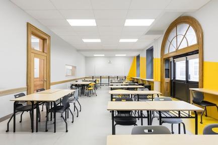 Dossier de presse | 1299-02 - Communiqué de presse | Collège Sainte-Anne: Planning and Development at the Service of Pedagogy - Taktik design - Commercial Interior Design - yellow classroom - 2 - Crédit photo : Maxime Brouillet