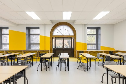 Press kit | 1299-02 - Press release | Collège Sainte-Anne: Planning and Development at the Service of Pedagogy - Taktik design - Commercial Interior Design - yellow classroom - 1 - Photo credit: Maxime Brouillet