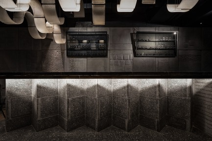 Press kit | 3823-01 - Press release | Berlin Bar, Moscow - Thilo Reich - Commercial Interior Design - The pavement plates—available in five standard forms since pre-World War II—are now a massive bar that combines all five types into a sculptural object. - Photo credit: Ivan Erofeev