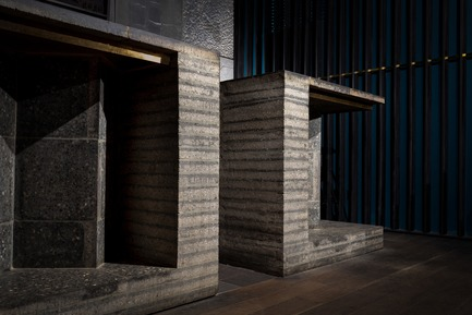 Dossier de presse | 3823-01 - Communiqué de presse | Berlin Bar, Moscow - Thilo Reich - Commercial Interior Design - Bar counter made from 5 forms of Berlin concrete paving stones. - Crédit photo : Ivan Erofeev
